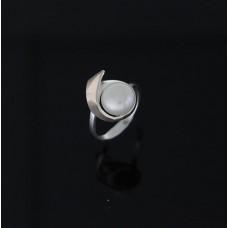 Кольцо женское с жемчугом 0002